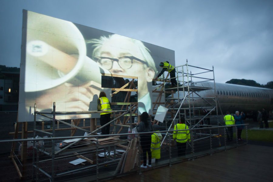 Construction of the placard screen - image by Warren Orchard